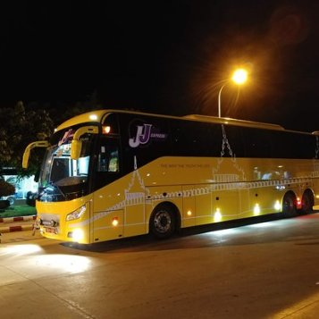 jj-express-bus-at-night